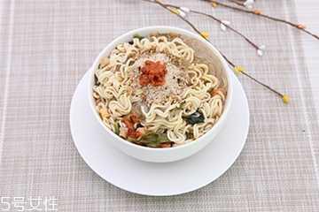 方便面的热量 方便面和米饭哪个更容易长胖